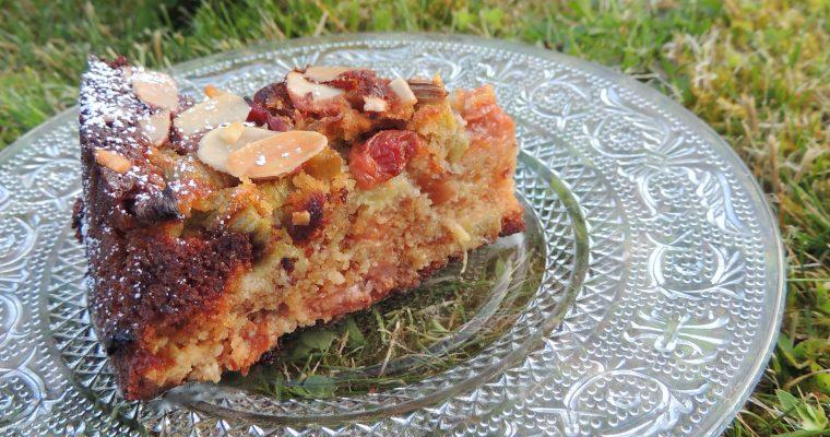 Gâteau gourmand à l'amande rhubarbe & cerises – Almond, rhubarb & cherry cake
