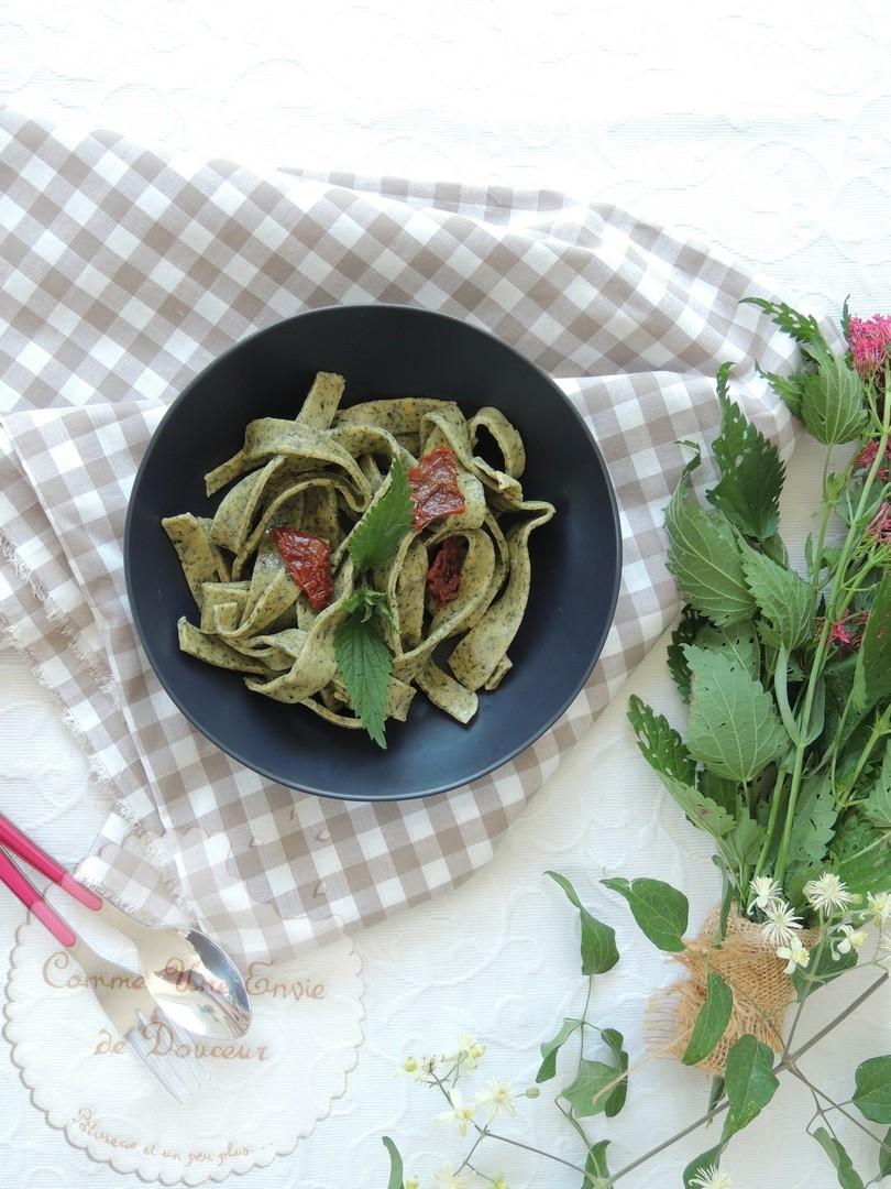 Pâtes fraîches aux orties sauce tomate à la sicilienne