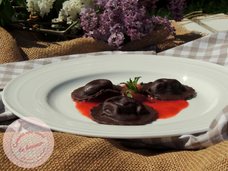 Raviolis au cacao & mascarpone ~ Coulis de fraise
