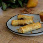 Cigares croustillants Poire frangipane noix de pécan ~ Caramel beurre salé